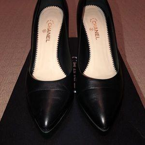Chanel Lambskin black pumps